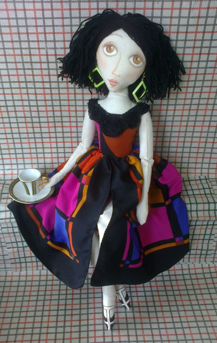 THIS IS ALICE A SOULFUL LOOKING LADY. SHE IS EIGHTIES INSPIRED IN FACT I'M SURE HER EARRINGS HAVE COME STRAIGHT OUT OF THE EIGHTIES. SHE MAKES ME THINK OF THE BREAKFAST CLUB AND PRETTY IN PINK, CLASSIC 80'S MOVIES #EIGHTIES DOLL #CLOTHDOLL #ARTDOLL