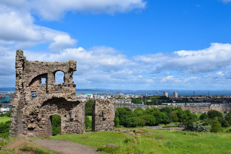 There are some amazing day trips from Edinburgh. We cover 8 of the best - from Stirling Castle to St. Andrews and beyond! Our guide tells you how to get there by car, train, or bus so you can travel around Scotland with confidence. We even recommend a few day tours from Edinburgh if you want to just hop on and explore!