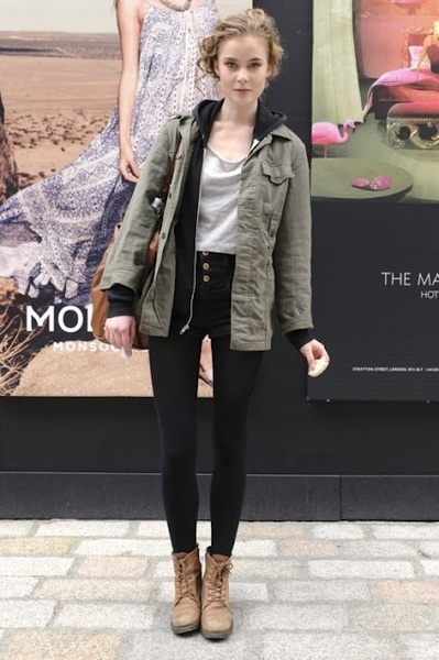 casual: Military Jackets, High Waist, Fall Wins, Street Style, Fall Outfit, Brown Boots, Black Jeans, Army Jackets, Combat Boots