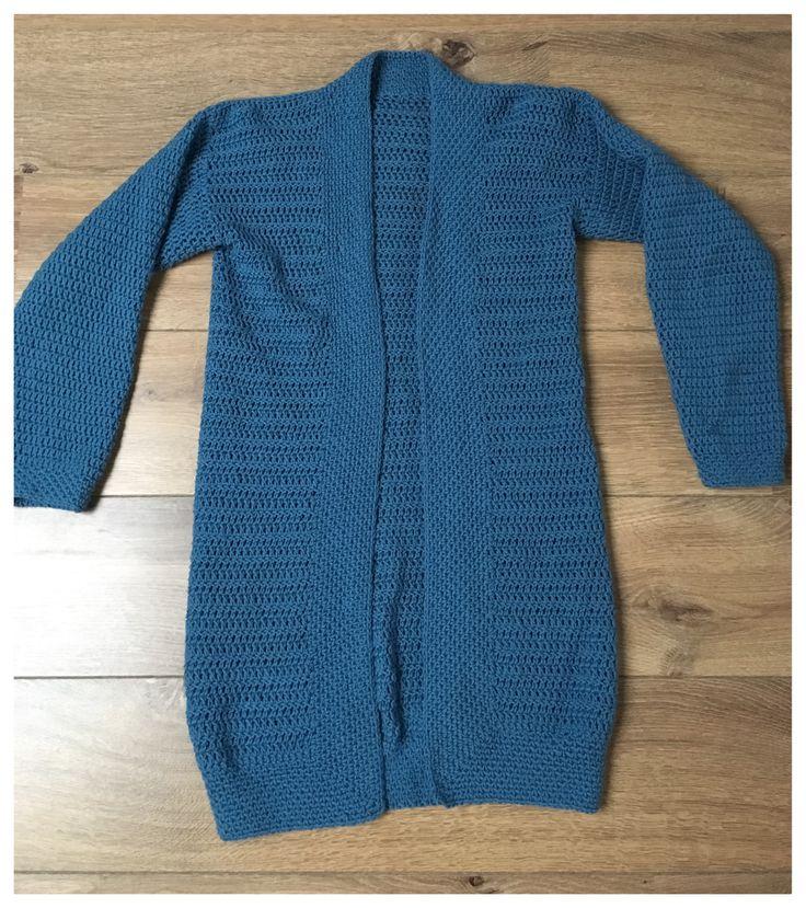 Ik haakte twee vesten, zonder patroon. Het eerste vest maakte ik van scheepjes merino soft. Ik kocht het al vorige winter maar het raakte niet af. Ik startte daarom een paar weken terug gewoon opni…