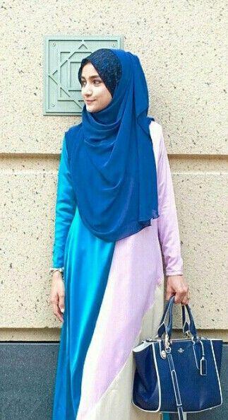 Bliue hijab