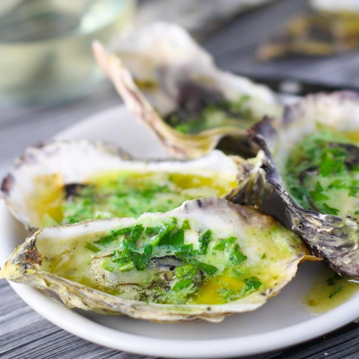 Grilled Oysters with Habanero Butter - grilled seafood appetizer with bold El Yucateco hot sauce flavor. Great for tailgating or game day parties! #KingofFlavor