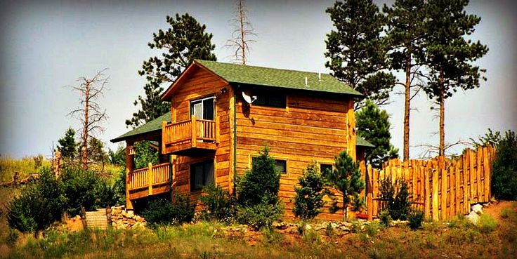 Pamper yourself with romantic Rocky Mountain lodging at Pikes Peak Resort B&B in Woodland Park, CO – Offering a secluded vacation cabin in Colorado.