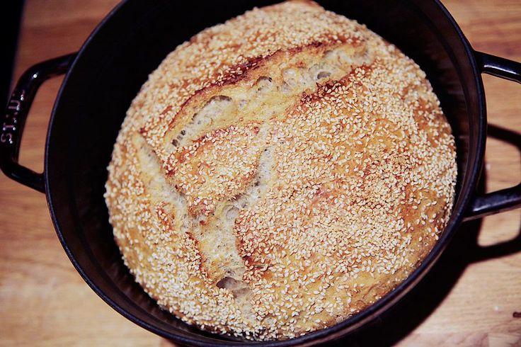 Det er vanskelig å få poengtert godt nok hvor forbaska enkelt det er å lage dette brødet. Også...