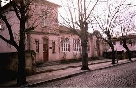 Junta de Freguesia - Antiga Escola Primária com habitação integrada para o professor.