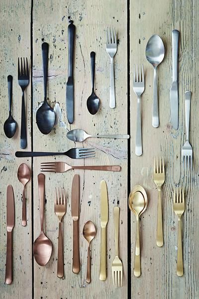 Inspired by mid 20th Century Scandinavian flatware, the shapes of the matte black Oslo 5 piece cutlery set are minimal and clean.