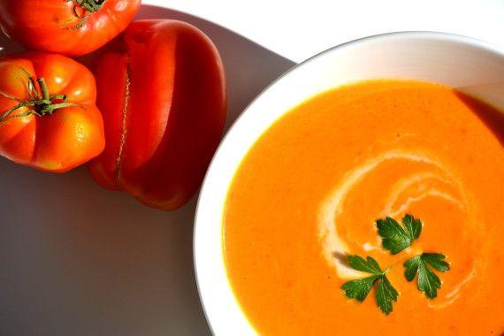 Velouté de tomate à la crème de coco et aux épices