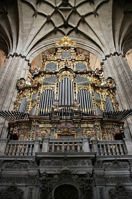 Organ in Salamanca cathedral in Spain. I'm so in love with historic churches. They're stunning!