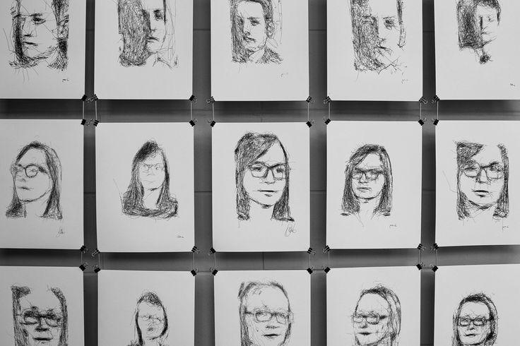 Mois Multi - 5RNP Études humaines #1, Patrick Tresset, installation robotique et théâtrale Crédit photo: Catherine Genest (c) Communications Voir