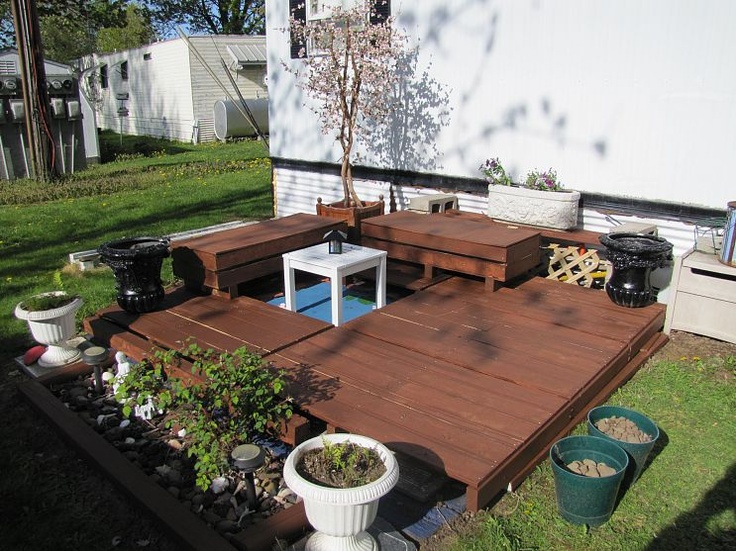 Deck out of wood pallets