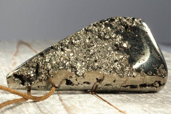 Pyrit Anhänger Kristall Cluster aus Peru Rohstein von ElstarGems