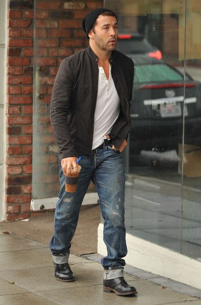 Jeremy Piven - Jeremy Piven Getting Iced Coffee In Santa Monica