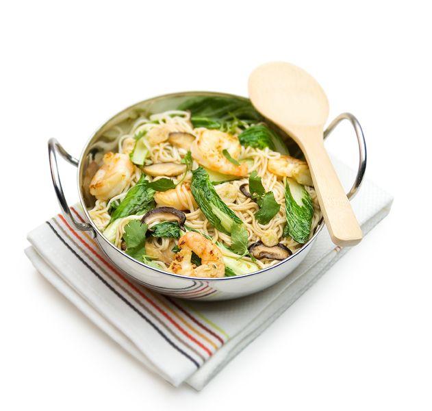 De wok wint van de klok vandaag. Op drukke donderdag eens geen ingewikkelde maaltijden, maar een makkelijk doordeweeks recept om te wokken.