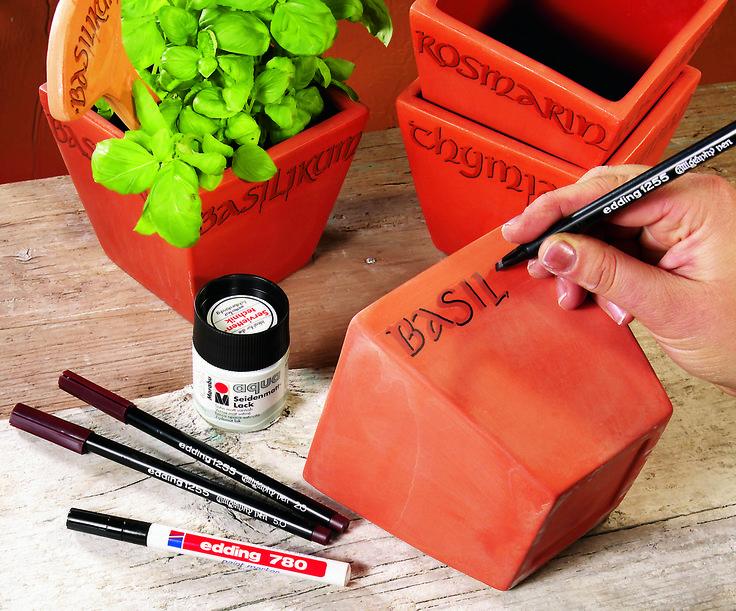 Bedankt-cadeautje-juf-en-meester-bloempotje-versieren-met-kalligrafiepen