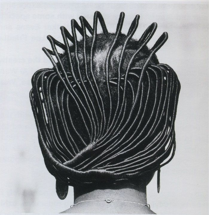 Africa | Nigerian Hairstyles. Back Parting, 1974 - Tirage argentique baryté [J.D Okhai Ojeikere's Photos of Hair]