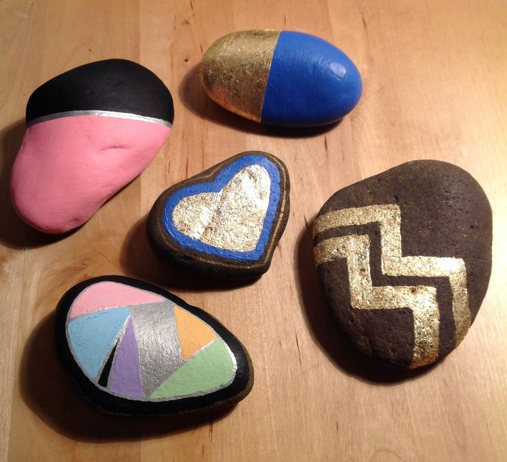 Painted & gilded river rocks before being varnished.