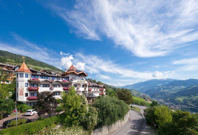 Atemberaubende Ausblicke, traditioneller Stil, exzellenter Service und eine vorzügliche Küche erwarten Sie im Granpanorama Hotel Stephanshof. #Südtirol #Italien #Urlaub #holidays #travel #Berge #Sommer #summer #imUrlaubwiezuhausefühlen