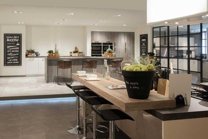 Bekijk tientallen keukens in de showroom van Pelma Keukens in Goes.