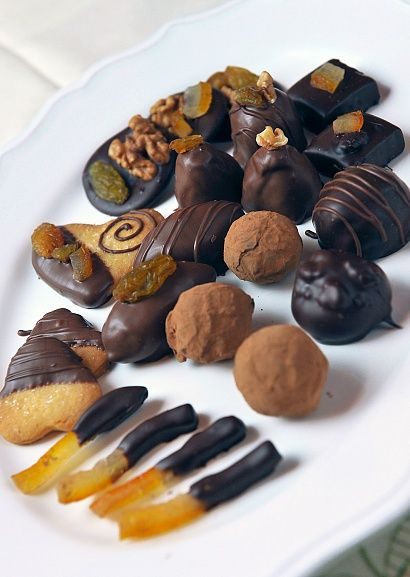 Анатолий Колесов показывает, как приготовить дома конфеты
