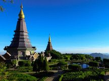 Der Doi Inthanon (Thai ดอยอินทนนท์) ist ein Berg in der Provinz Chiang Mai und mit 2.565Metern die höchste Erhebung Thailands. Der Berg liegt südwestlich von Chiang Mai inmitten des gleichnamigen Nationalparks.