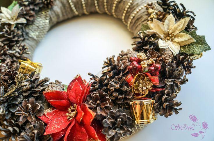 Рождественский венок      Привет, девчули!  Я начала готовиться к празднику уже сейчас. Идей и вариантов, как украсить дом к Новому Году...