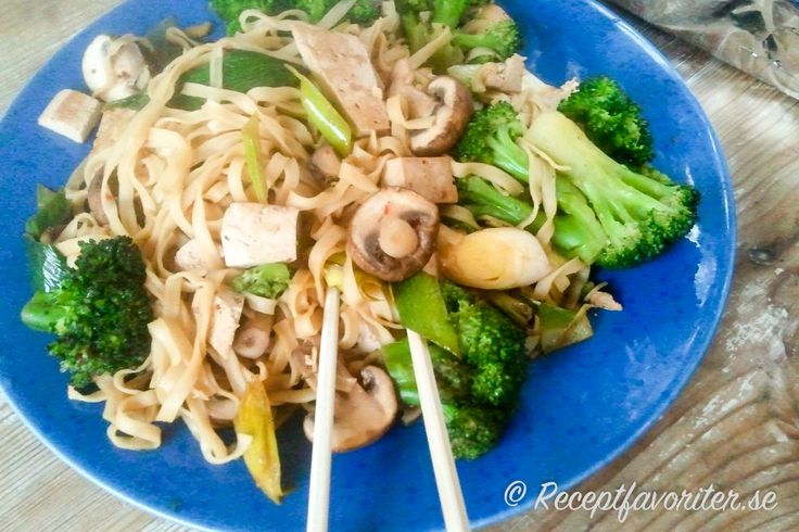 Äggnudlar med tofu, broccoli och svamp