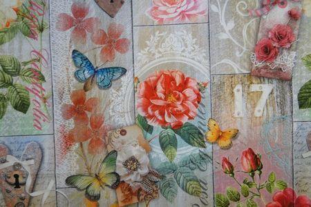 Decoratie stof, bloemen/vlinders/sleutels, digitale print. Zand, rood. B0935 16,95 meter