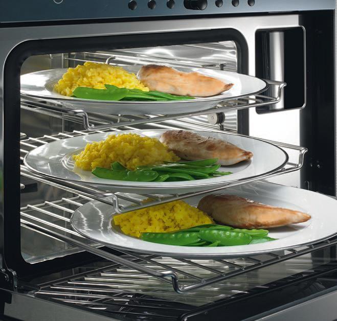 Koken met stoom is super. Eten opwarmen zoals men in restaurants doet. Koud uit de koelkast halen en perfect weer op temperatuur brengen met REGENEREREN. Ideaal hiervoor is de combistoomoven van V-Zug.