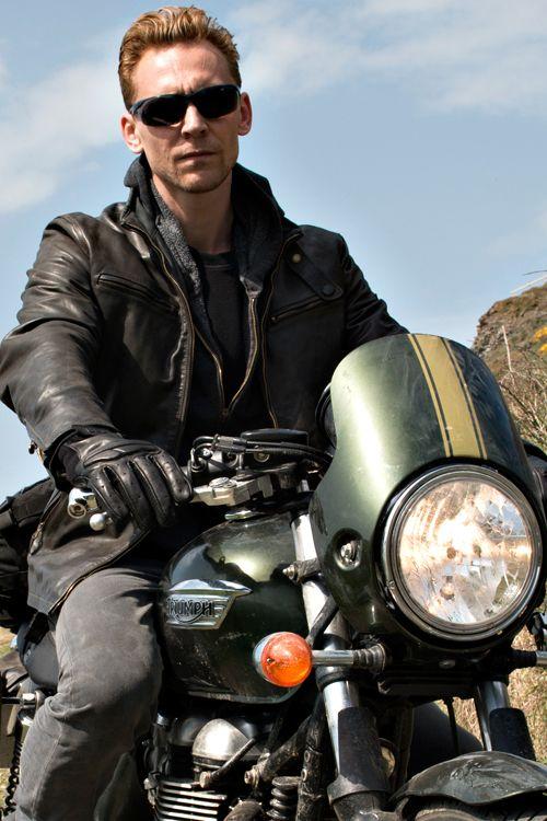 Tom Hiddleston as Jonathan Pine in The Night Manager. Full size image: http://ww1.sinaimg.cn/large/6e14d388gw1f34gb5cmllj23ok2fbe89.jpg Source: Torrilla, Weibo