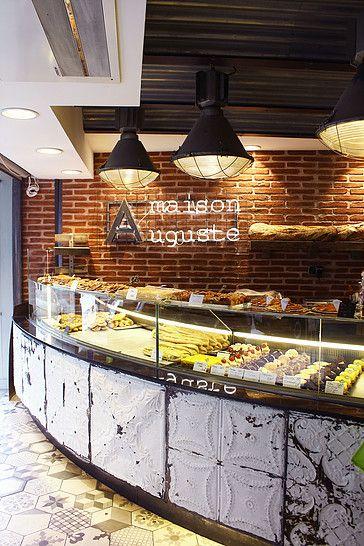 Boulangerie moderne.  Décoration style industriel avec sa voûte en tôles ondulées