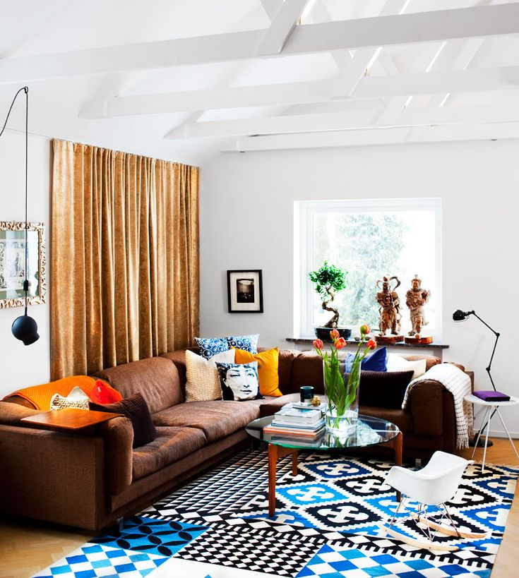 rug + lamps | Photo: Martin Olson/Sköna hem- so vibrant and fun