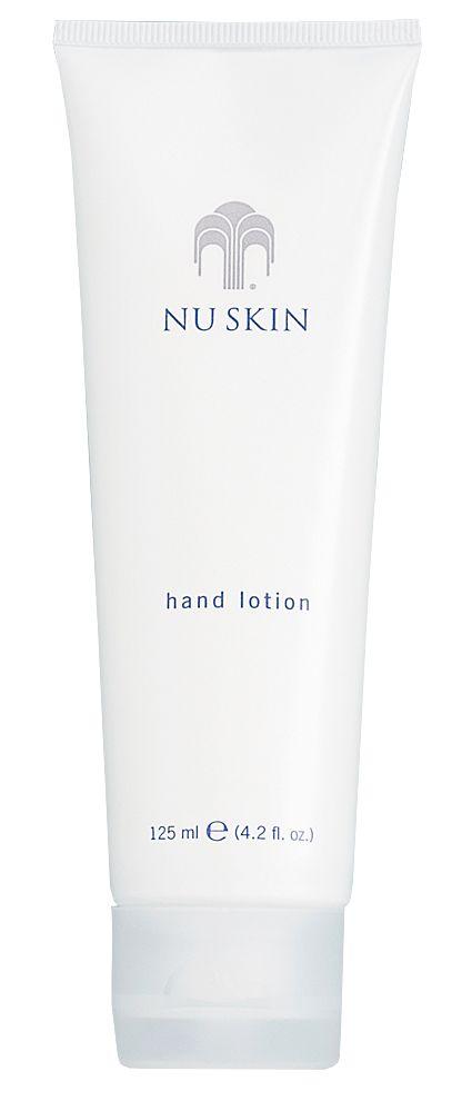 Gepflegte Hände sind die Visitenkarte einer Frau. Pflegen Sie trockene, rissige Haut an den Händen damit sie sich wieder sanft anfühlen. Mit der schnell einziehenden Handlotion können Sie Feuchtigkeitsverlust vorbeugen.