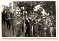 Canadian soldiers taken prisoner by the Germans at Dieppe. - AN19900076-952