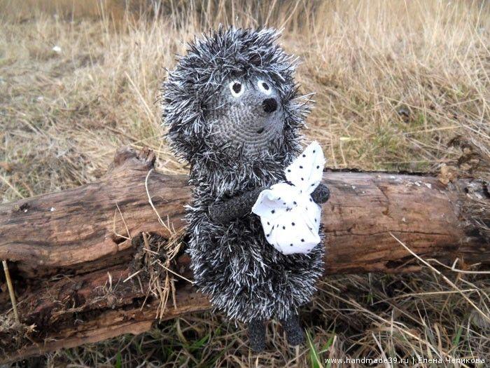 """Вязанный крючком Ёжик в тумане - мастер-класс. Вязание """"травкой"""". Как сделать узелок из ткани. Вязаные игрушки авторская работа заказать, купить."""