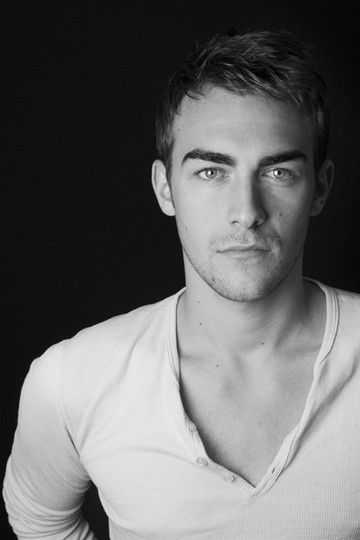 Tom Austen - Jasper on The Royals, soooo hotttt!!!!