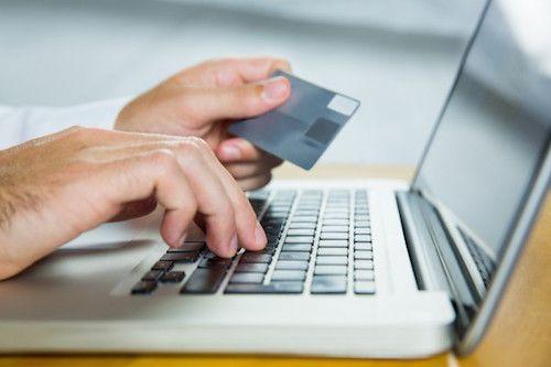 Il est très important de faire attention à son compte bancaire et de bien suivre ses relevés de compte. Si vous constatez un débit anormal, contestez-le.
