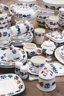 """Boerenbont"" ~ crockery set (Typical Dutch Pattern)"