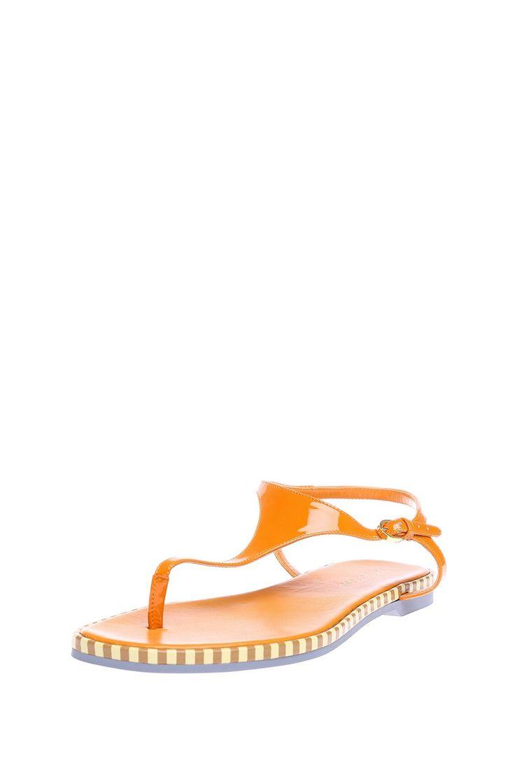 Открытые сандалии с ремешком через палец, декорированы контрастной окантовкой http://oneclub.ua/sandalii-11374.html#product_option17
