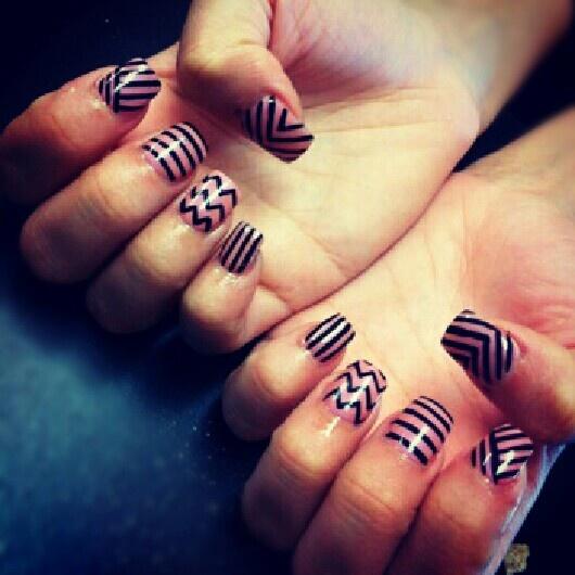 Nails: Stripes Zigzag, Nails Nails, Pattern, Black Nails, Stripes Nailart, Design, Nail Art, Chevron Stripes, Chevron Nails