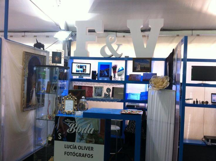 Nuestro stand de DeBodafotografos en la feria de muestras de la Boda. Lucía Oliver fotógrafos y Yoan fotógrafos.