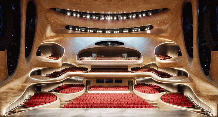 Teatros, salas de concerto, óperas. Normalmente estas são obras que criam verdadeiros marcos nas cidades devido a sua arquitetura. Não menos...