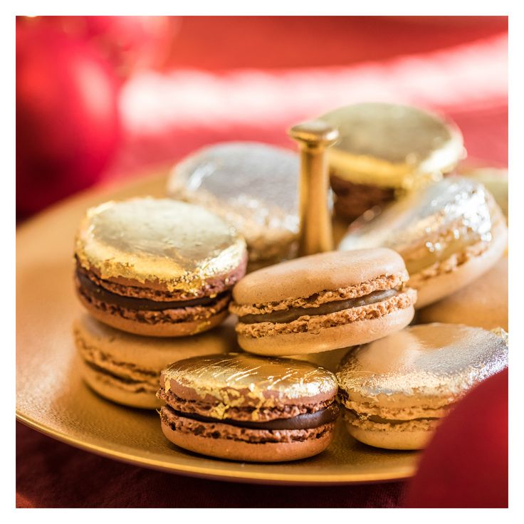 Golden Ladurée macarons. Perfect for Christmas.