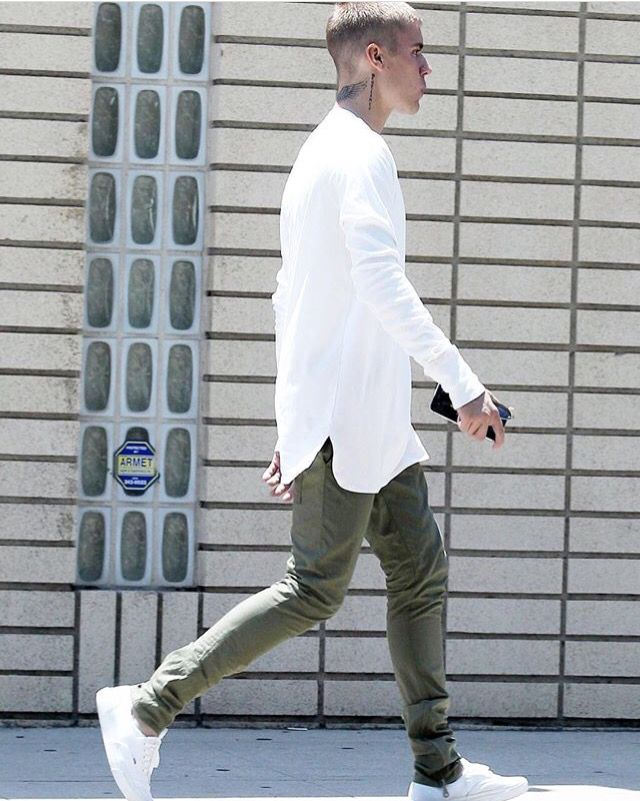 Justin walking in Beverly Hills today. Love his style.