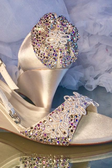 407c5cb64 Wedding wedges with bows