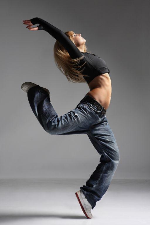 Coco (hoofdpersoon) is een streetdance danseres bij Street Explosion, een dansgroep waar ze met haar vrienden in zit. De 'ruimte' is de een oude schuur en dat is natuurlijk heel belangrijk, omdat ze vaak optreden en veel dansen.