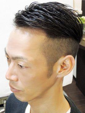 ちょっぴり個性的なおしゃれ七三。おしゃれボウズでキメる!直毛の人はボディーパーマなどでルーズさを出して前髪にニュアンスを。