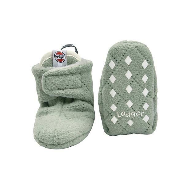 Stap voor stap wordt je baby steeds groter. #slofjes #baby #voeten