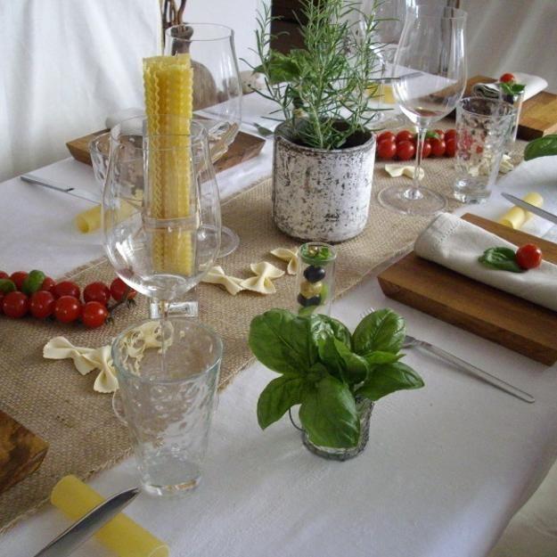 Decoração de mesa de festa com tomates e Ervas Comestíveis