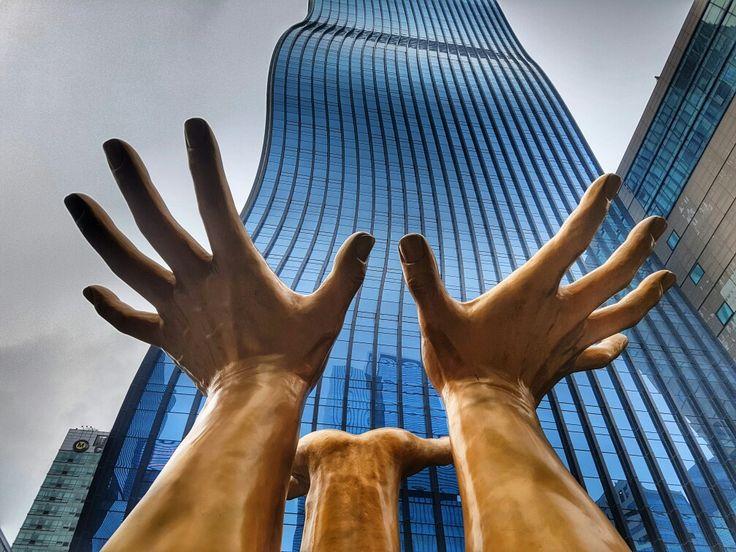 Gold hands