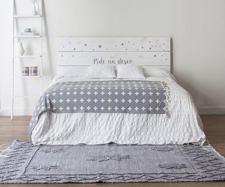 Las 25 mejores ideas sobre habitaciones blancas en - Cabeceros de cama originales pintados ...